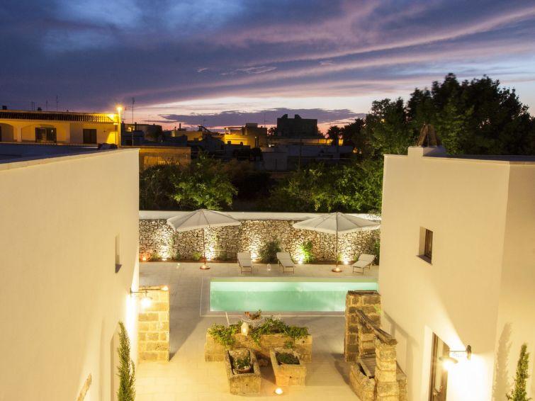 luxury faber courtyard
