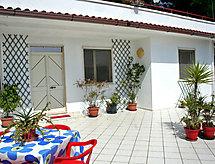 Rosangela con patio und adatto per barbecue
