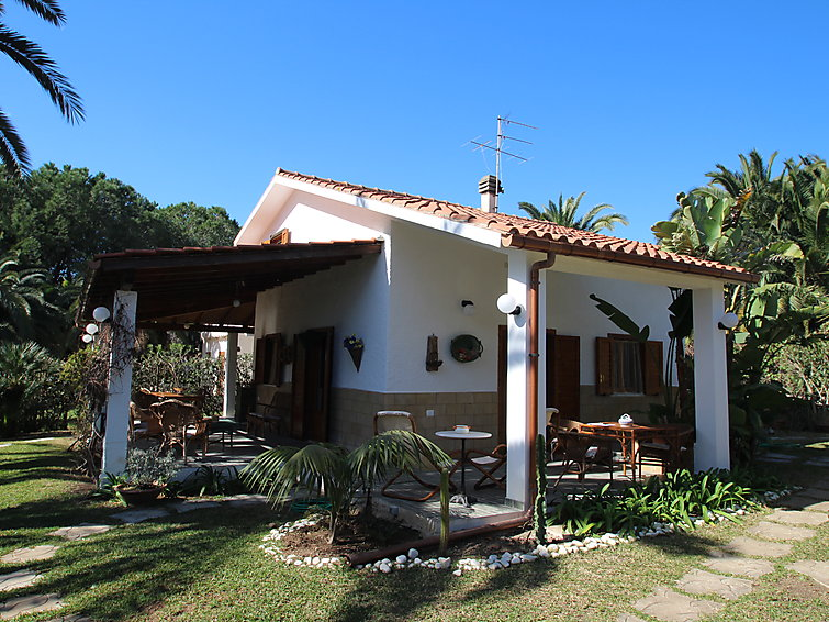 Private holidayhouse Claudia (6p) at sea and beach, with air-conditioning (I-359)