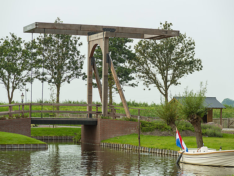 Luxurious chalet (4p) for the fishing fanatics at holidaypark de Rijp with swimmingpool in Noord-Holland (I-77)