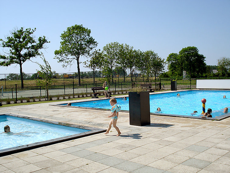 Luxurious villa (6p) at the lake with your own pier in Noord-Holland at Villapark de Rijp with swimmingpools (I-81)