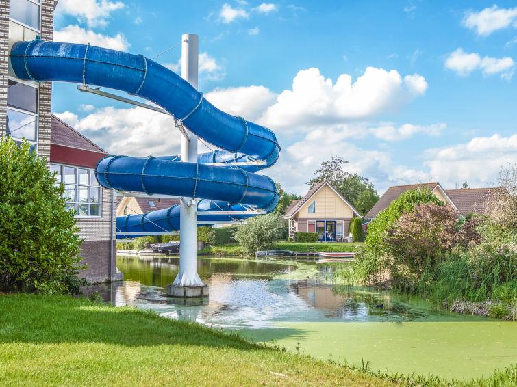 Bungalow op vakantiepark met binnenzwembad Aan het IJsselmeer in Medemblik (I-63)
