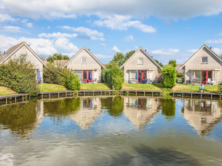 Vakantiewoning met eigen aanlegsteiger op vakantiepark Zuiderzee aan het IJsselmeer 6p-comfort plus (I-66)
