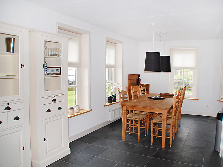 Luxurious villa (6p) with woodstove at holidaypark Wiringherlant at the sea in North-Holland (I-116)