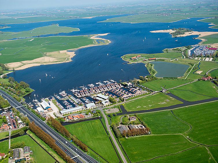 Holiday home at the lake in Noord-Holland at holidaypark De Meerparel 6p (I-86)