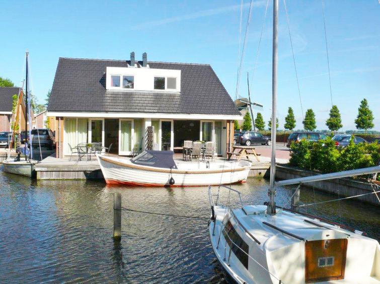 At the lake in Noord-Holland at holidaypark De Meerparel 6p (I-90)