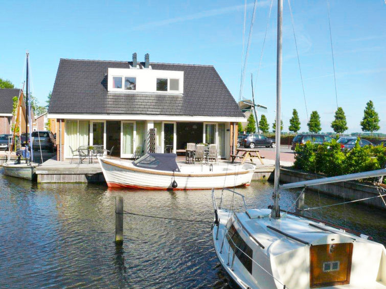 Holidaypark de Meerparel, 6-persons holiday home with a view over the port (I-87)