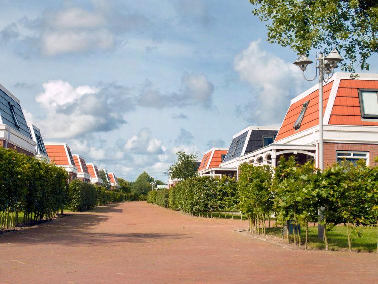 Bungalowpark Tulp en Zee in Noordwijk at the coast 6-persons (I-17)