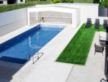 Ferienhaus mit Pool (CDR100)