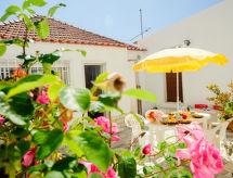 Casa da vila mit Ofen und Terrasse