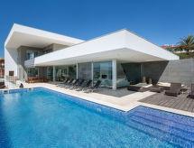 Vogue con piscina y tv