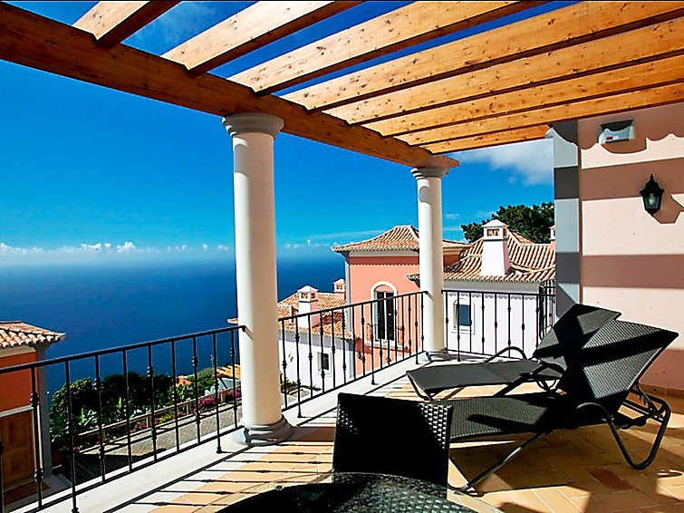 Funchal accommodation villas for rent in Funchal apartments to rent in Funchal holiday homes to rent in Funchal