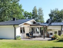 Årnäshalvön con microondas y jardín