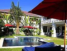 Palm Grove Resort mit Pool und Babybett