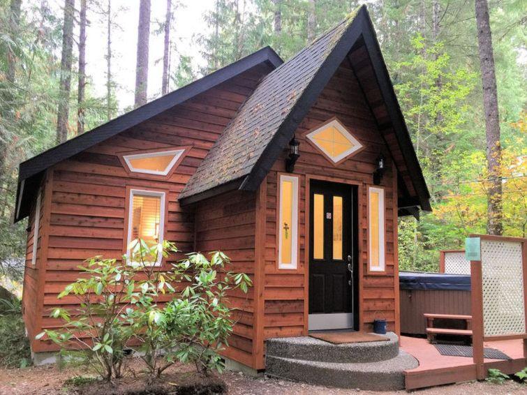 16GS Gingerbread Cottage w/ Hot Tub - Chalet - Mt. Baker