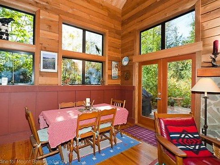 44MBR Rustic Cabin with a Hot Tub - Chalet - Mt. Baker