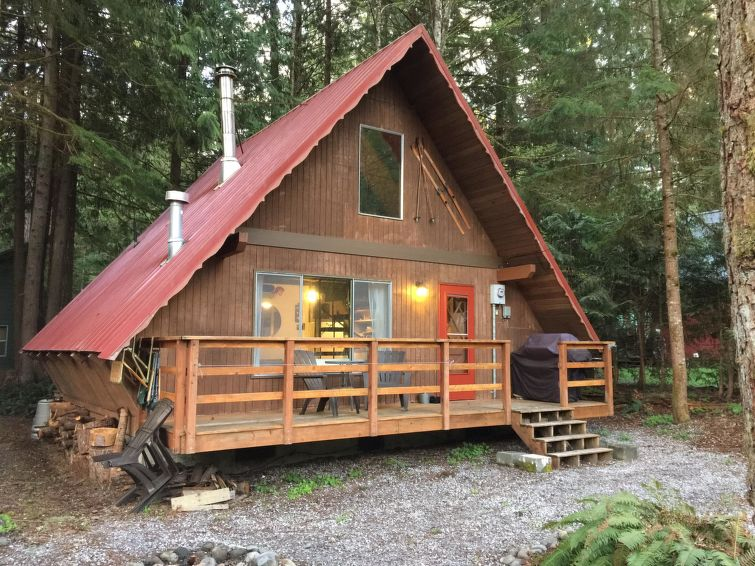 24MBR Quiet Country Family Cabin!