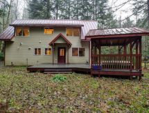 50MBR-Upscale Cabin With Hot Tub!
