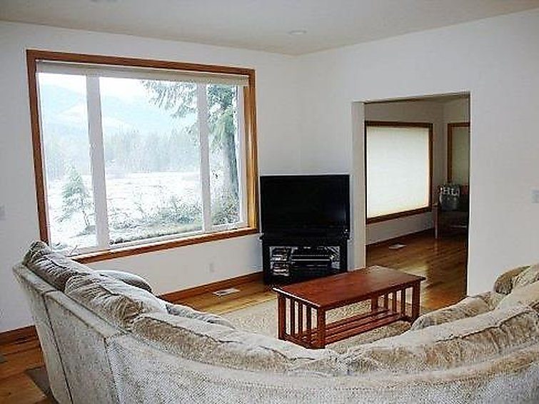 70MBR Pet Friendly Cabin w/ Hot Tub