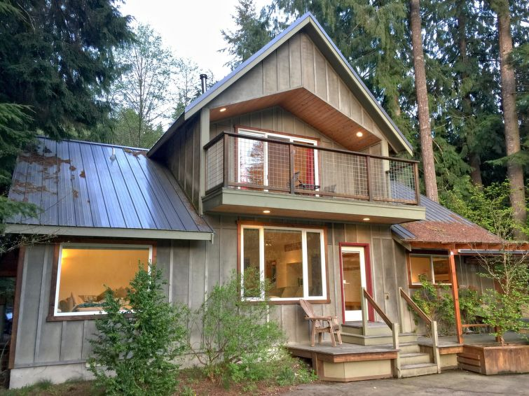 70MBR Pet Friendly Cabin w Hot Tub